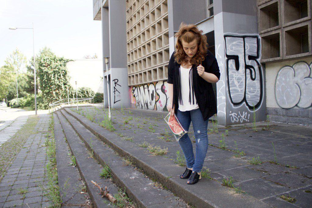 Bloggerstyle und Streetstyle: Outfitidee für einen kühlen Sommertag - Ganzkörperaufnahme