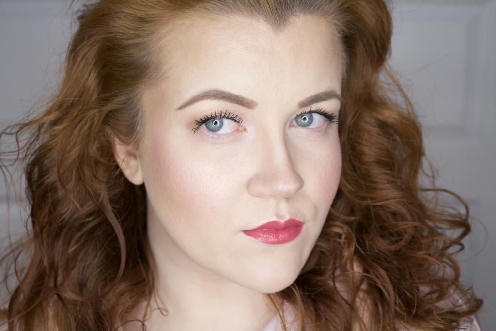 "Titelbild: Frühlings-Lippenstifte für Rothaarige: Drogerie vs. High End - Blogreihe ""typgerecht"" - Beauty Blog Leipzig"