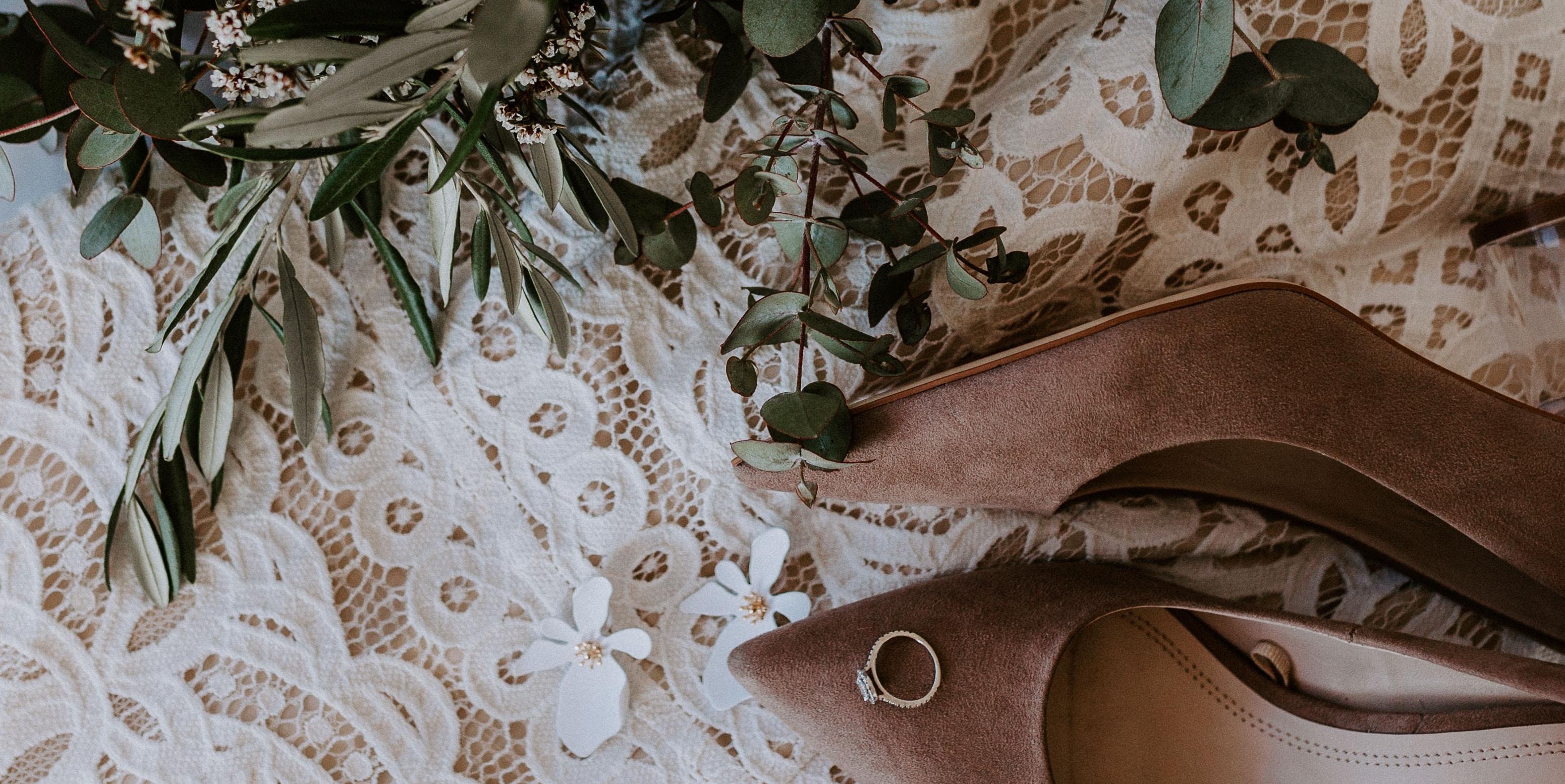 Standesamtkleider: Brautkleider & die passenden Accessoires