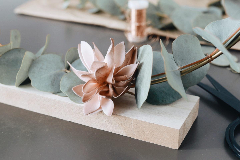 DIY Herbstdeko mit Metallring &Eukalyptuszweigen: Dahlien für das gewisse Etwas