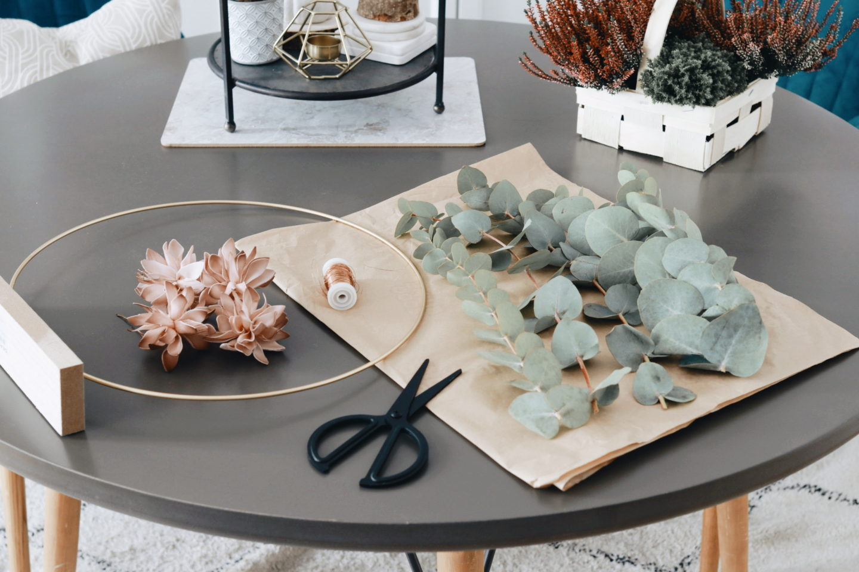 DIY Herbstdeko mit Metallring &Eukalyptuszweigen: Das benötigst du zum Basteln