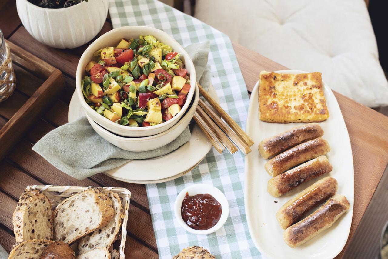 Frischer Sommersalat mit Nektarinen: Perfekt zum Grillen!