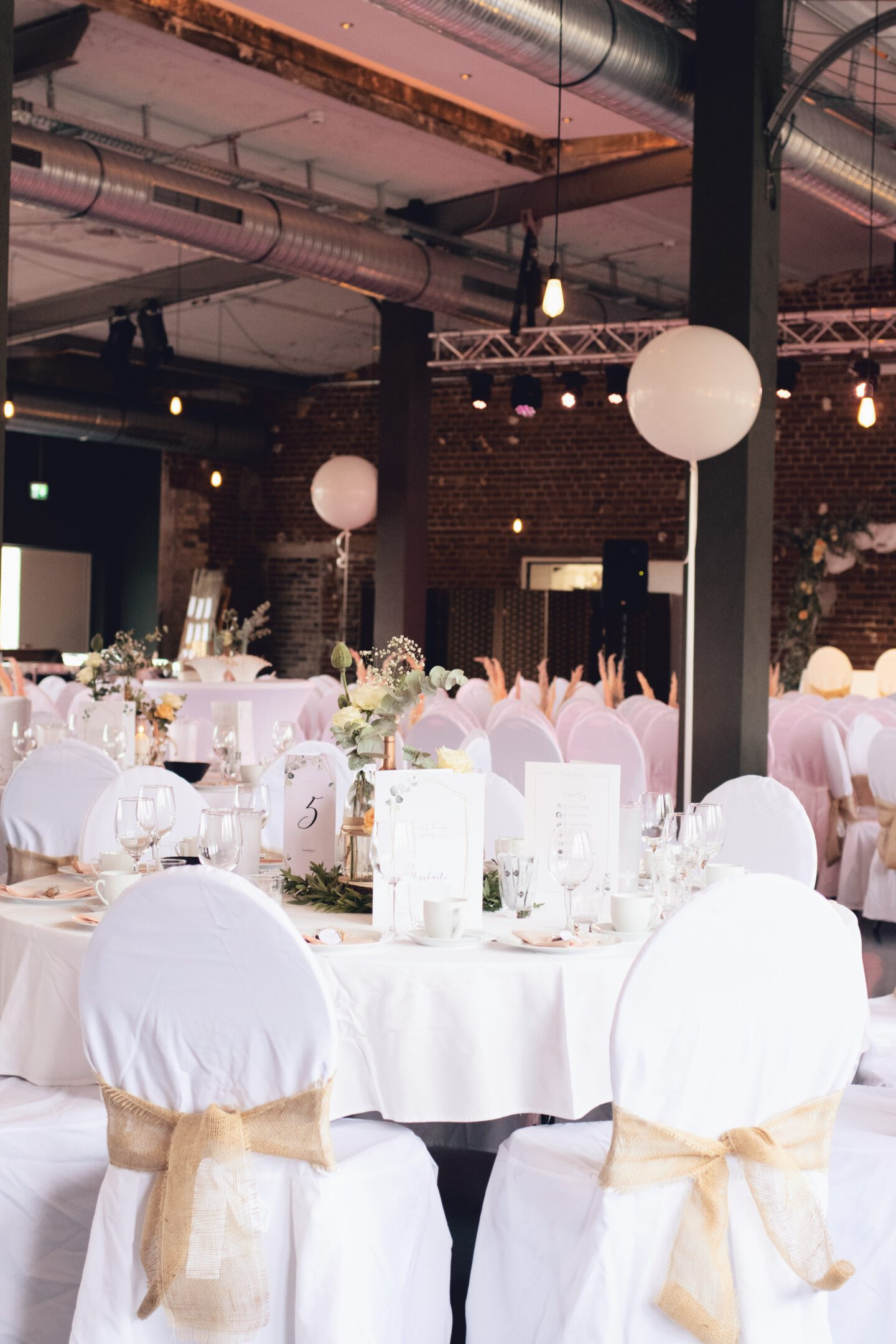 DIY Boho-Hochzeit mit Industrie Flair in Leipzig - Tischdeko